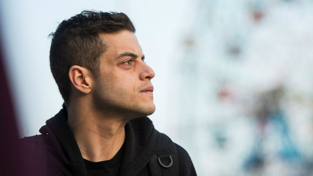 Papillon: Rami Malek entra nel cast del remake con Charlie Hunnam