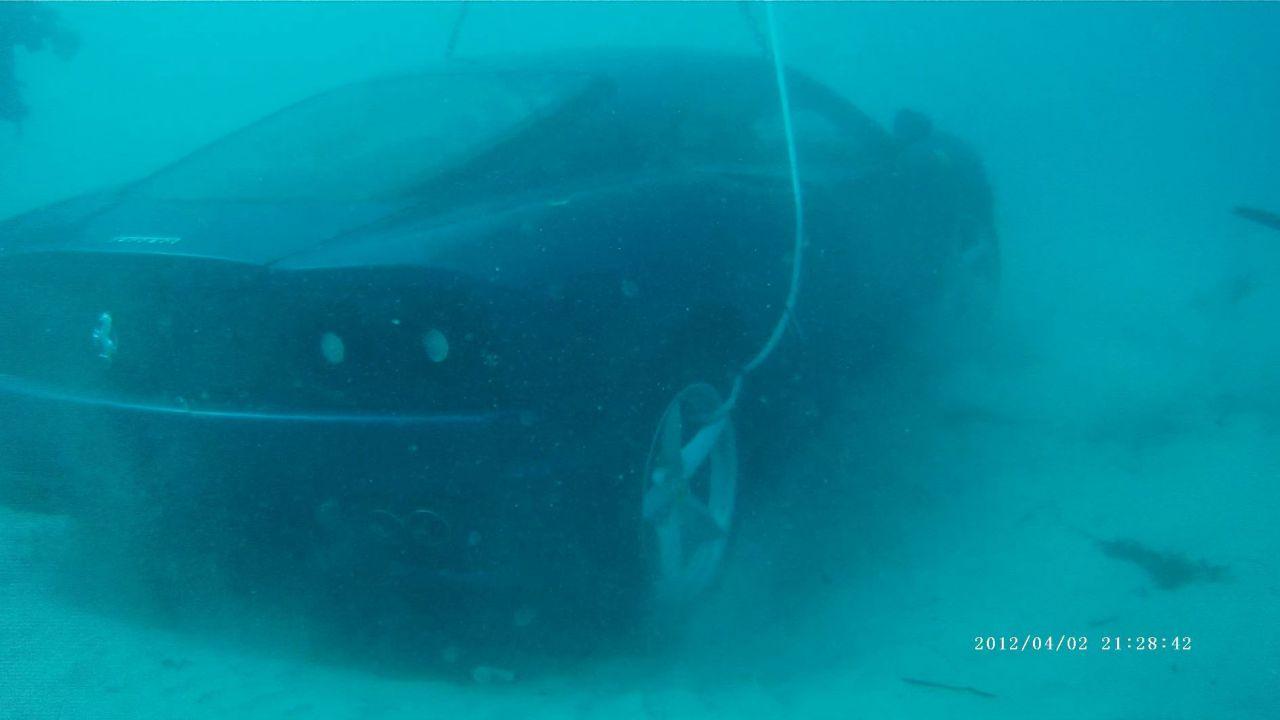 Parla il conducente della Ferrari 360 finita nell'oceano: 'Mi ha spinto Gesù'