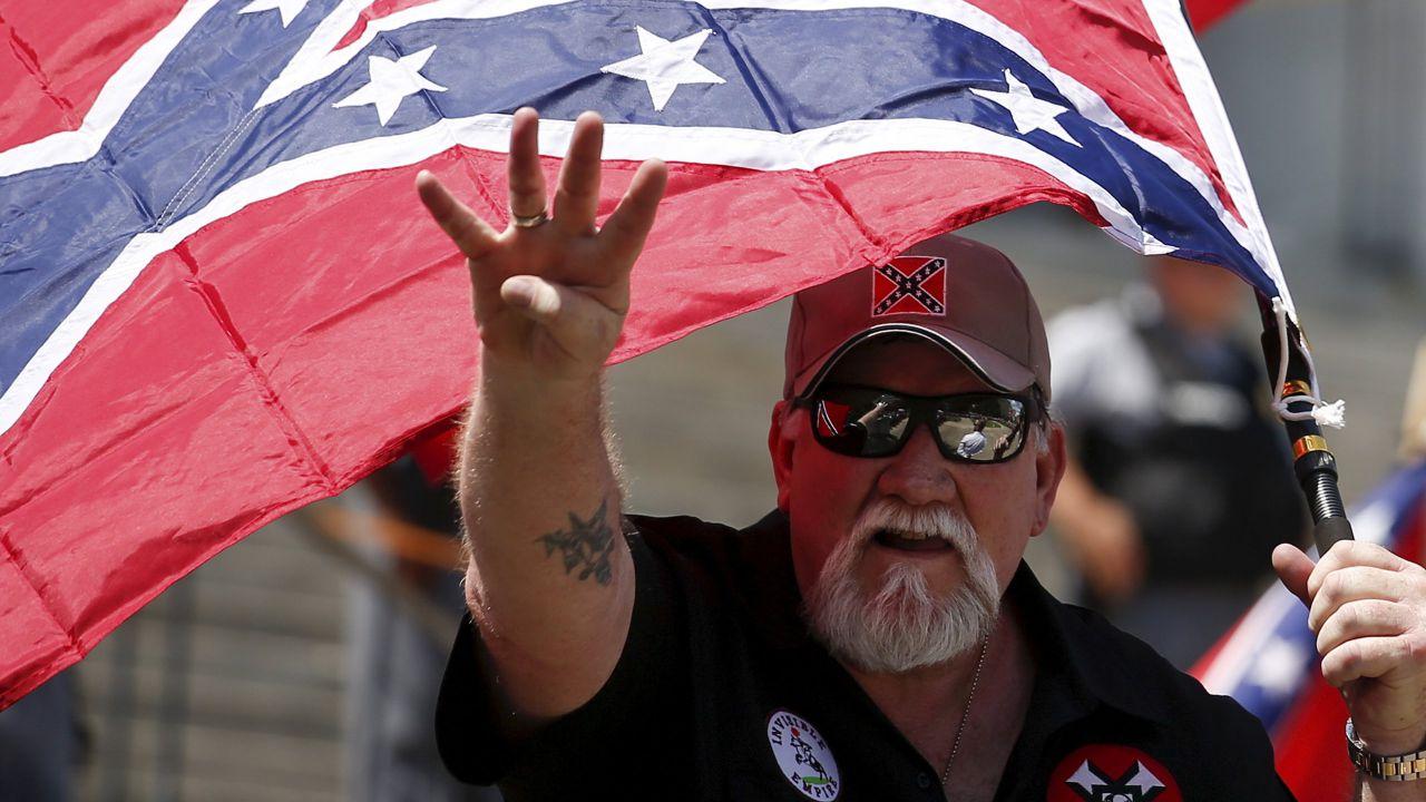 PayPal blocca l'account del Ku Klux Klan: serviva per le donazioni