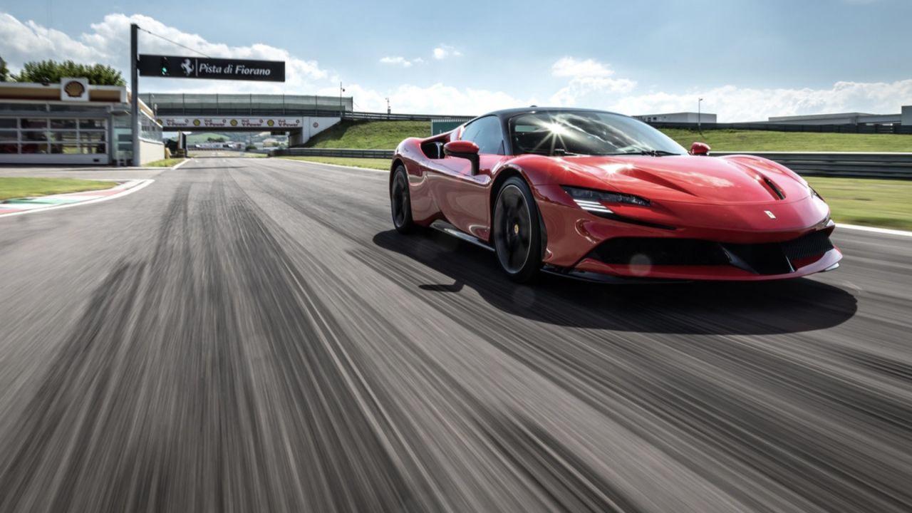 Per Ferrari è il momento di passare al 100% elettrico: il tempo stringe