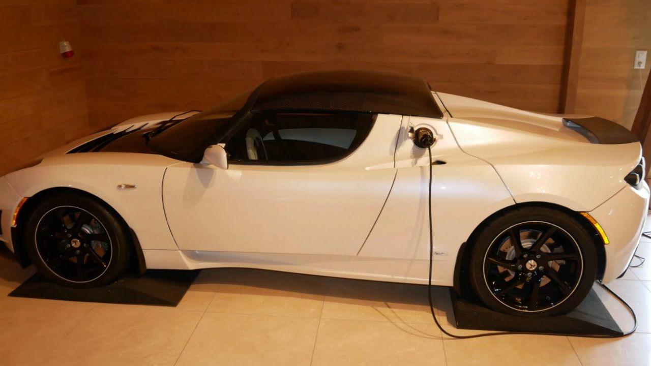 Perché questa Tesla Roadster è in vendita a 1.5 milioni di dollari?
