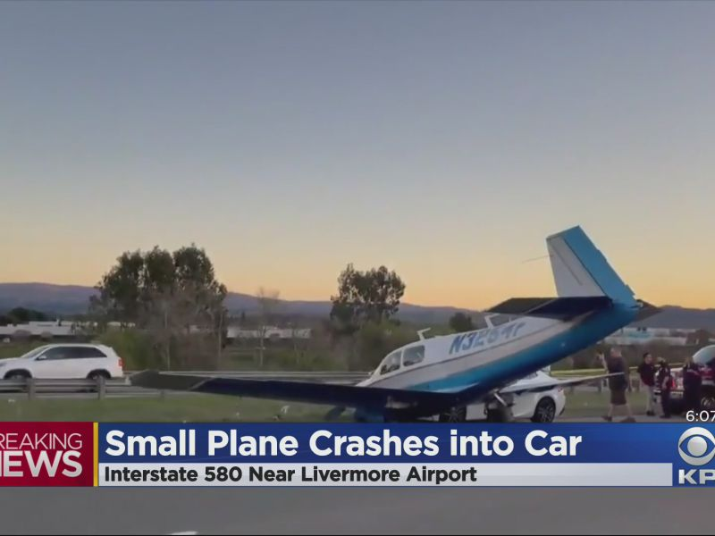 Piccolo aereo travolge una Lexus sull'interstatale: il video è assurdo