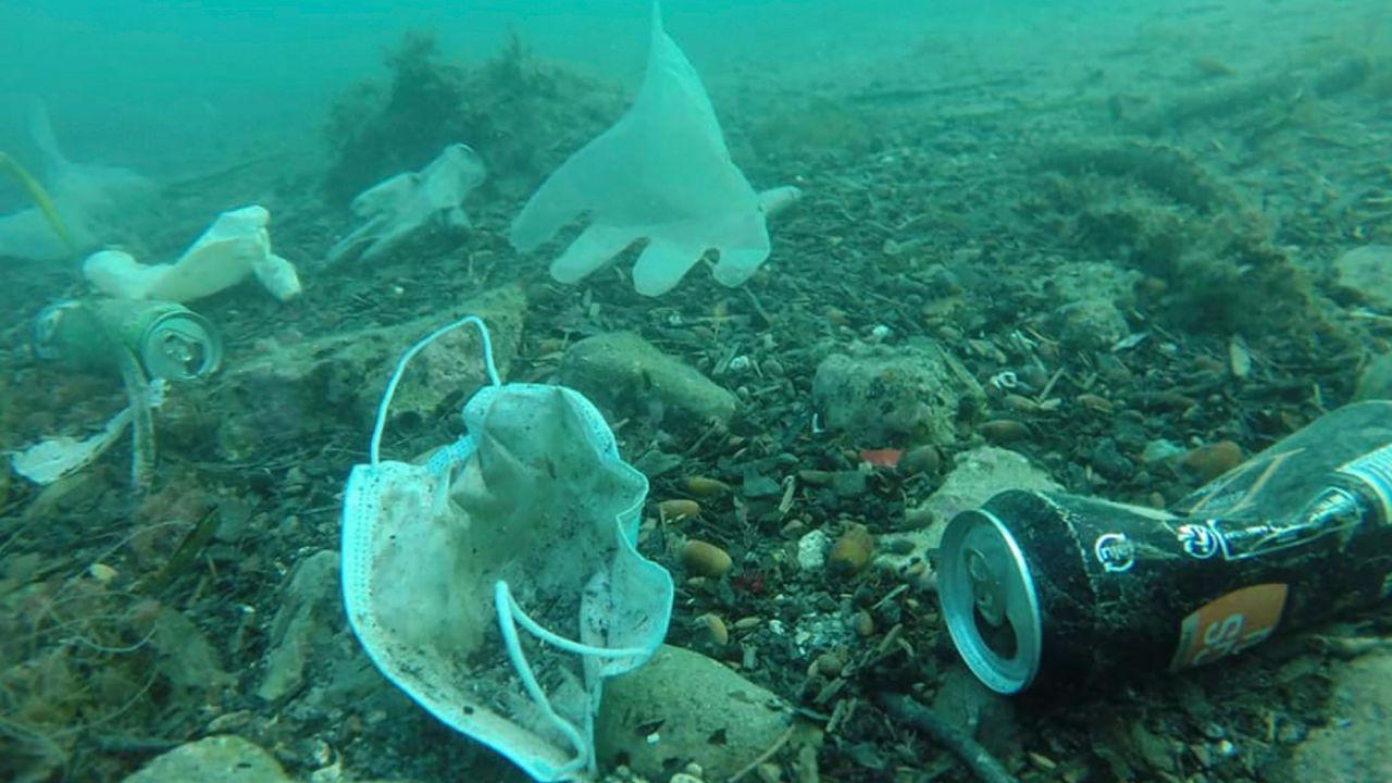 Più di un miliardo e mezzo di mascherine sono destinate a finire nell'oceano