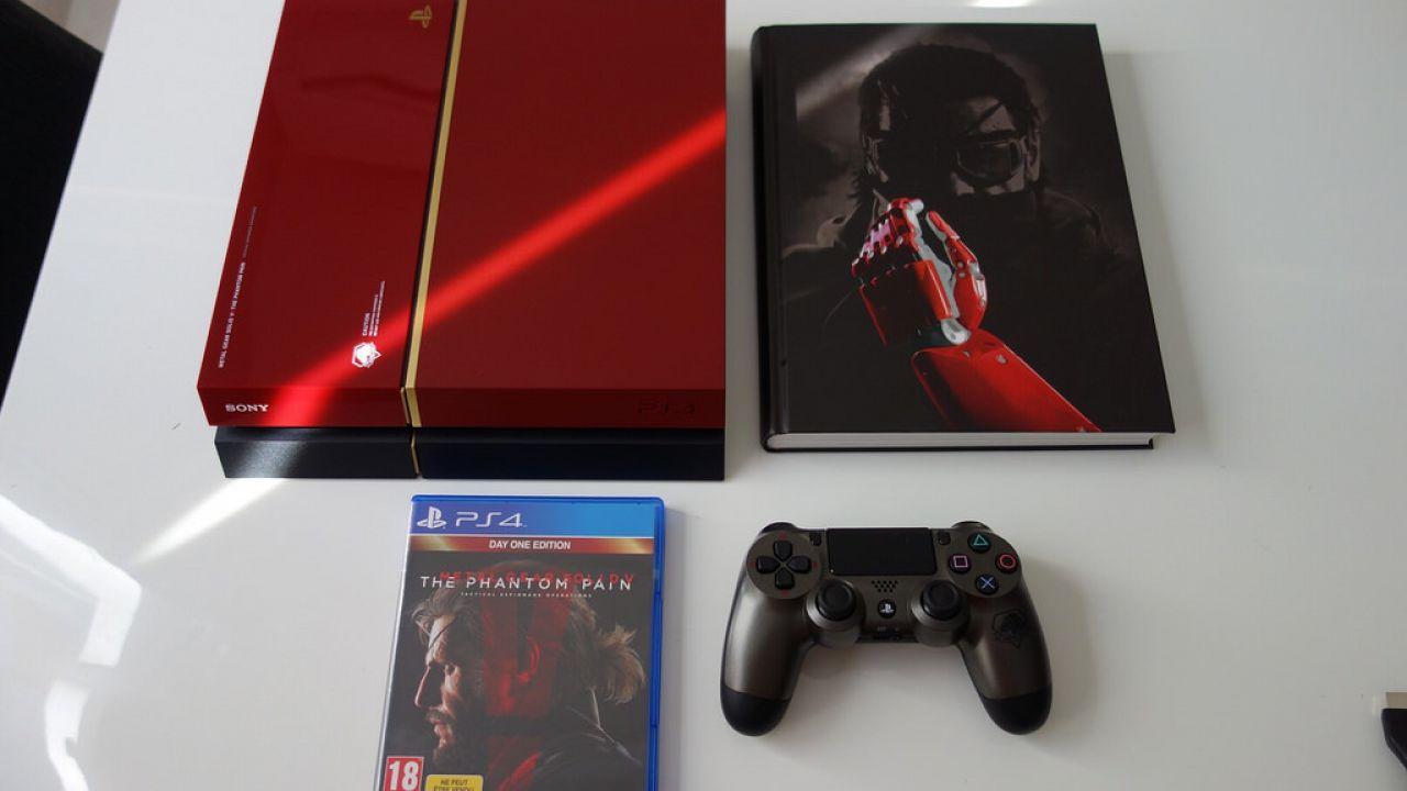 PlayStation 4 Metal Gear Solid V The Phantom Pain Edition: foto della console e del controller