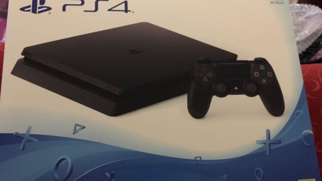 PlayStation 4 Slim: le console già in vendita arrivano dagli Emirati Arabi
