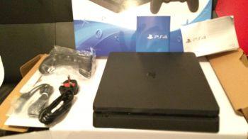 PlayStation 4 Slim usate in vendita nei negozi di una catena inglese