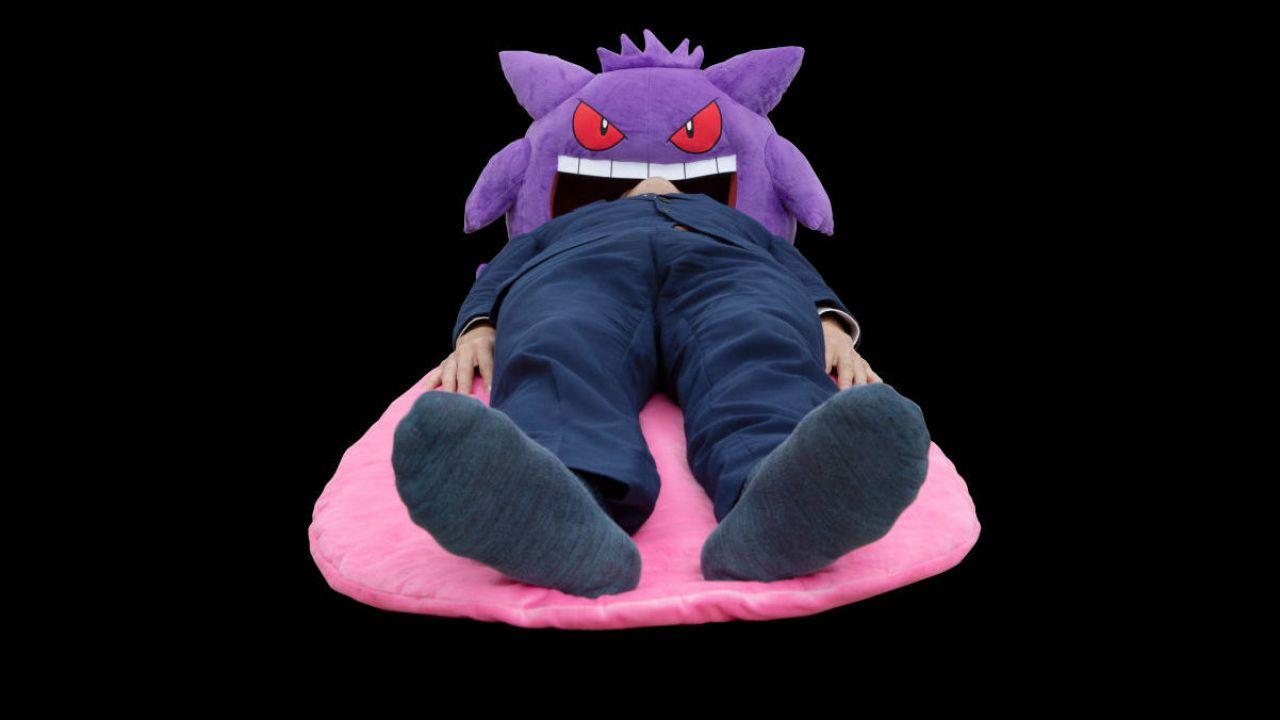 Pokémon e gadget insoliti: Gengar si trasforma in un inquietante futon portatile