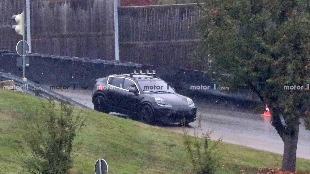 Porsche Macan elettrica avvistata per la prima volta in strada