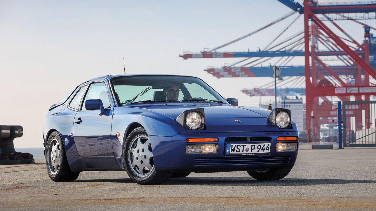 Porsche restaura una splendida 944 S2, la rinascita di una youngtimer