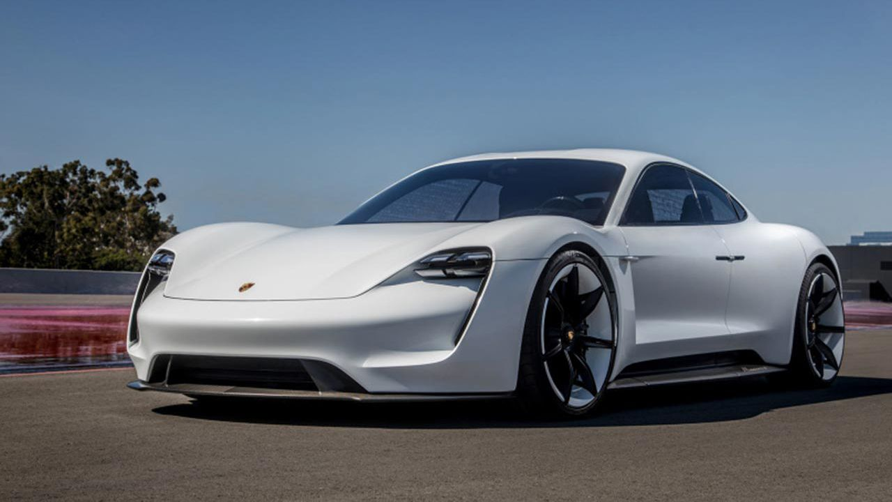 Porsche Taycan Cross Turismo: arriva entro il 2020, poi nel 2022 la Macan EV