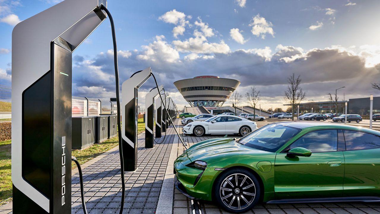Porsche Turbo Charging, la stazione di ricarica per EV più potente d'Europa