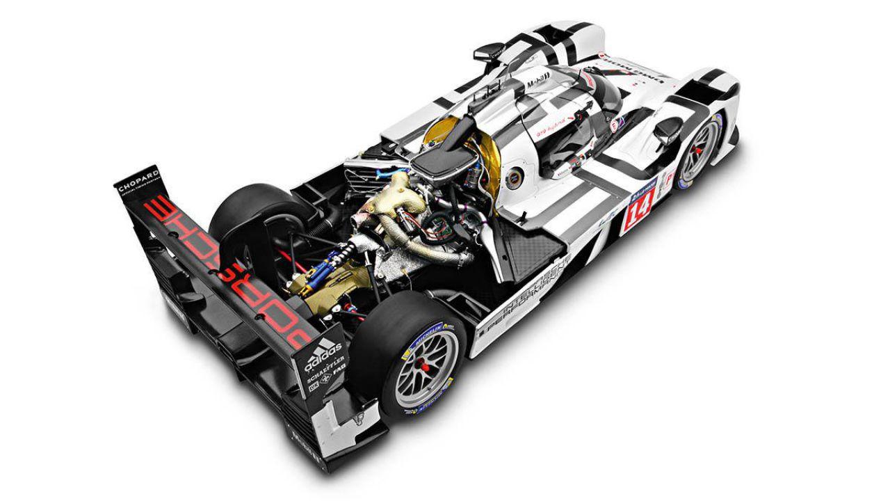 Porsche: in vendita il modellino 1:8 della 919 Hybrid a 14.689 Dollari