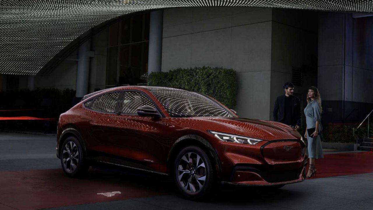 Possedere un'auto elettrica vi dà più chance in amore, parola di Ford