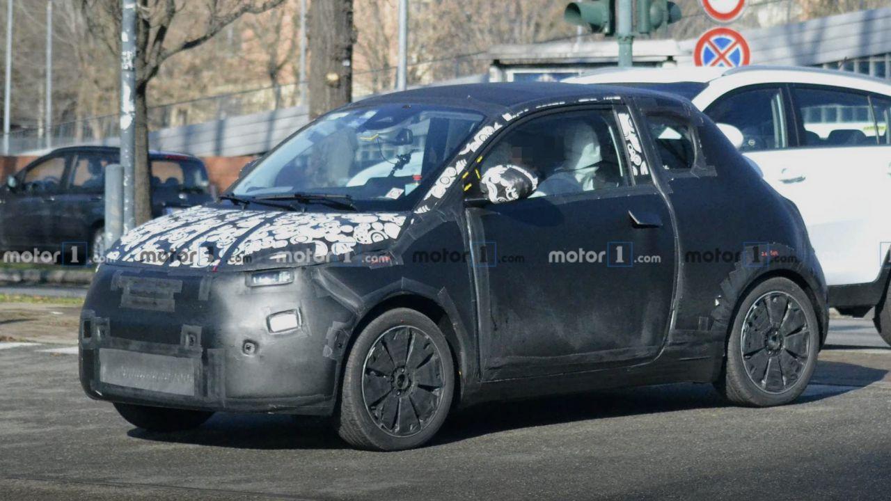 Prime foto della nuova Fiat 500 Elettrica in fase di test