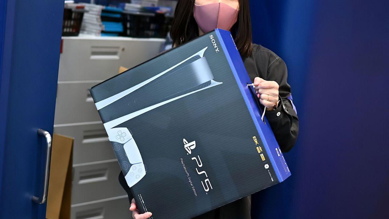PS5: in attesa della console, c'è chi si accontenta della sola scatola