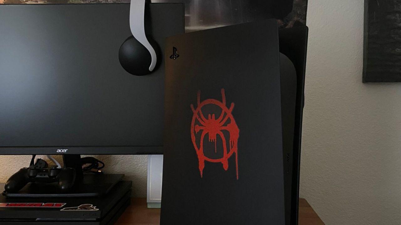 PS5: un fan ha già creato la console a tema Spider-Man Miles Morales
