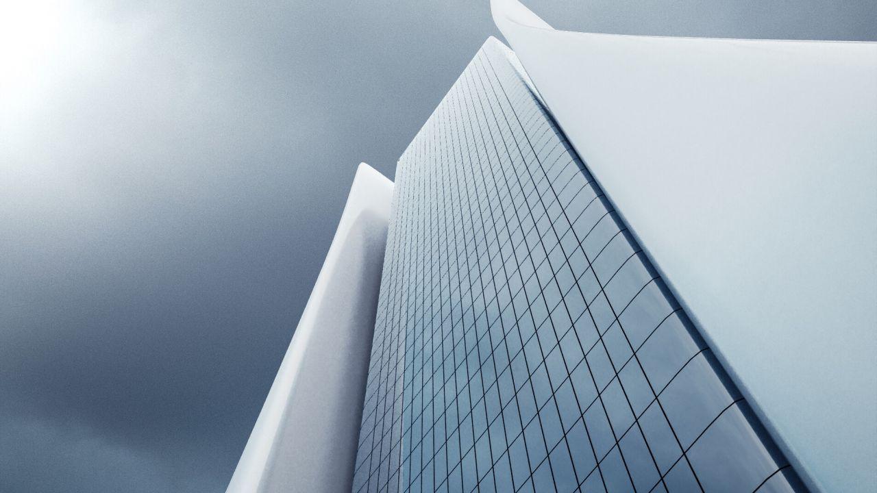 PS5 o un grattacielo? La console nello skyline futuristico di un 3D Artist
