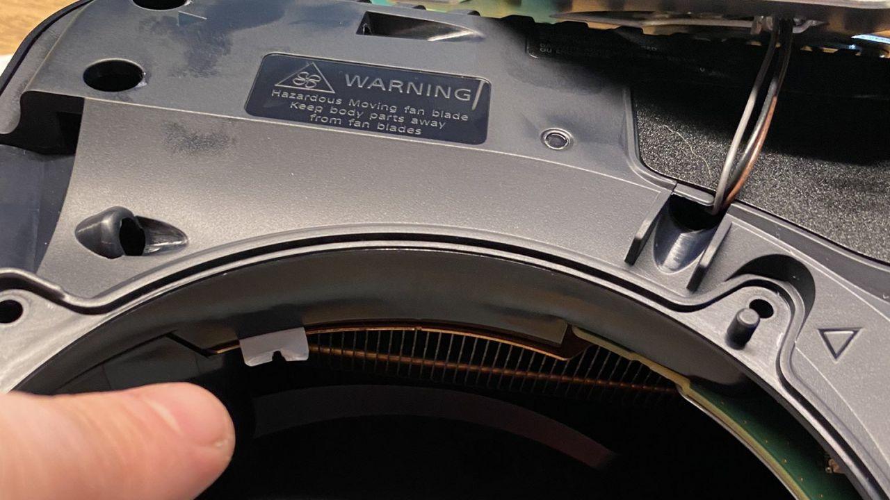 PS5: il problema del Coil Whine è in realtà causato da un'etichetta adesiva?