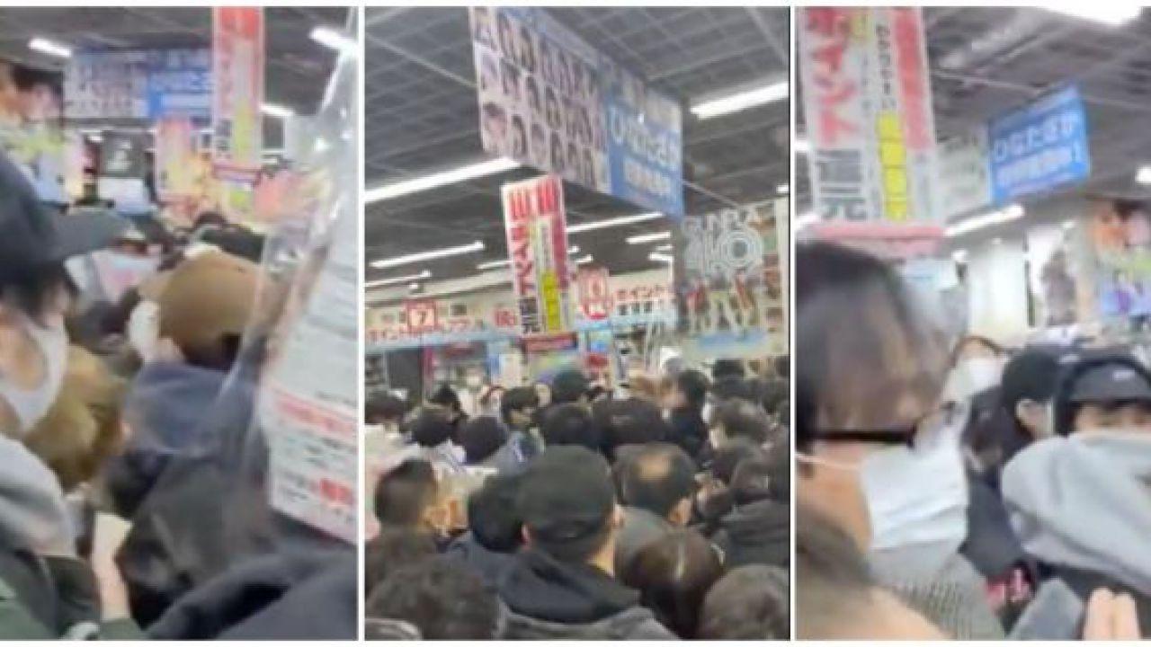 PS5 torna disponibile a Tokyo: negozio preso d'assalto da una folla  inviperita