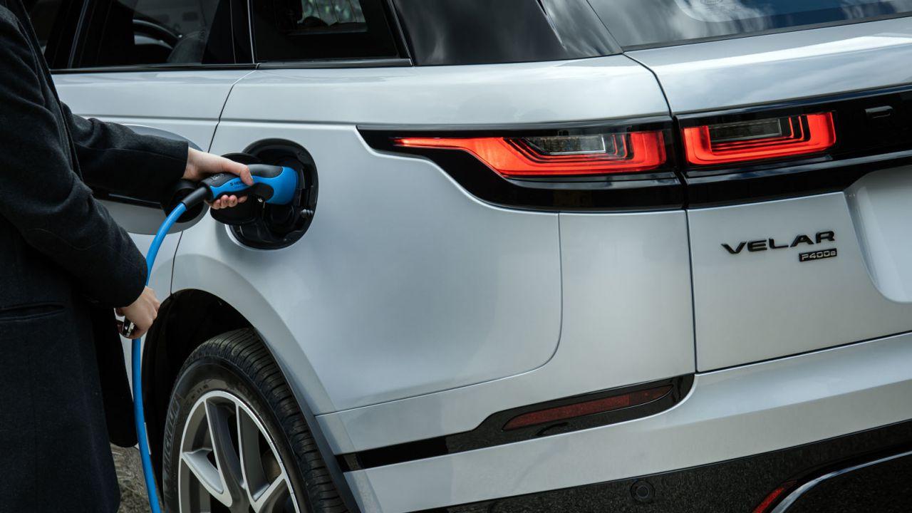 Quanto costa caricare un'auto elettrica? Ecco l'esperimento