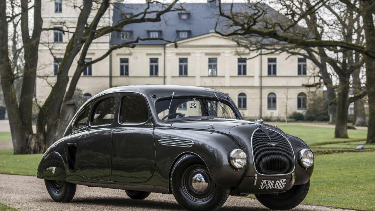 Questa antica Skoda è la vettura perfetta per Gotham City