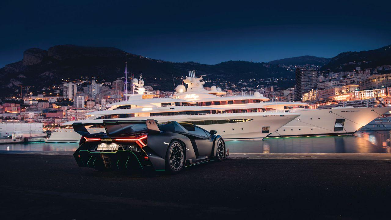 Questa drammatica Lamborghini Veneno Roadster vale 5 milioni di euro