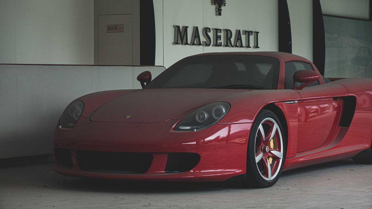 Questa Porsche Carrera GT abbandonata è un colpo al cuore