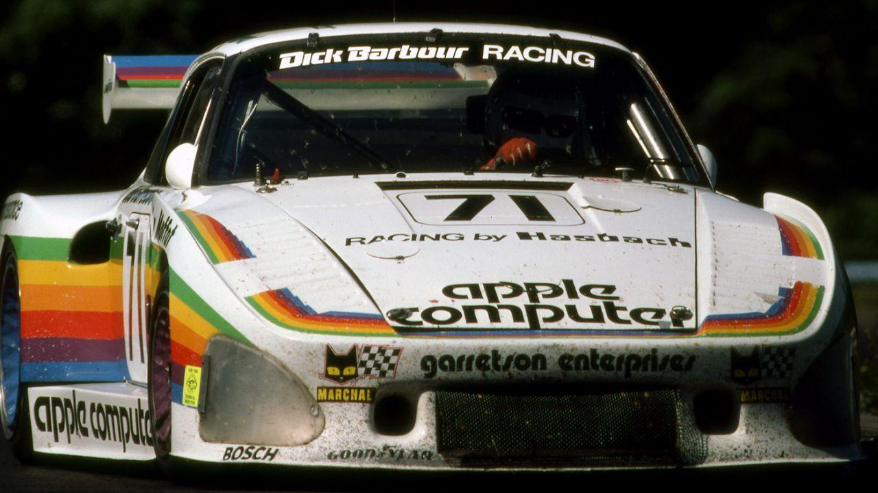 Questa replica della leggendaria Porsche 935 K3 brandizzata Apple costa 499.000$