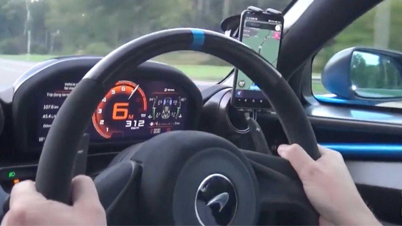 Rarissima McLaren Senna schizza a velocità assurda sull'Autobahn