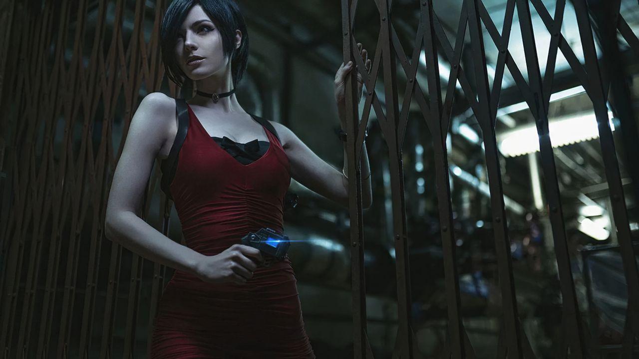Resident Evil 2 Remake: Ada Wong reinterpretata in due splendidi cosplay