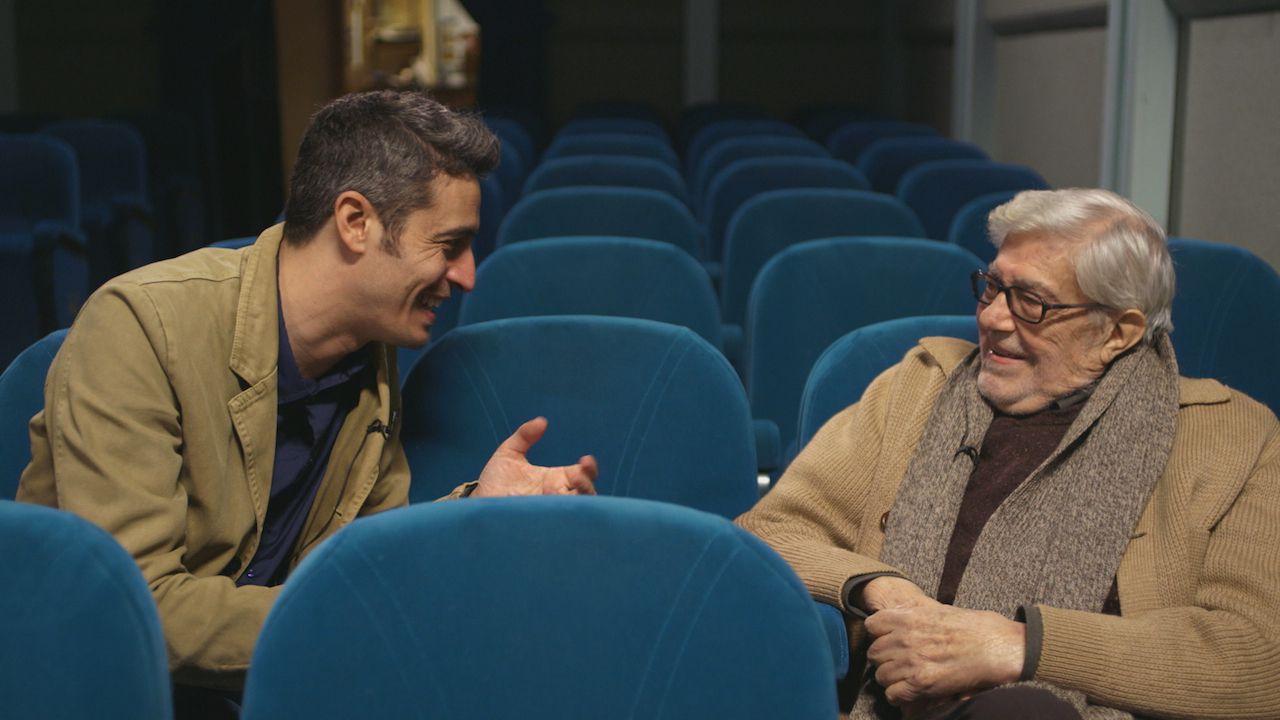 http://images.everyeye.it/img-notizie/ridendo-e-scherzando-al-cinema-il-documentario-di-paola-e-silvia-scola-sul-padre-ettore-250265.jpg