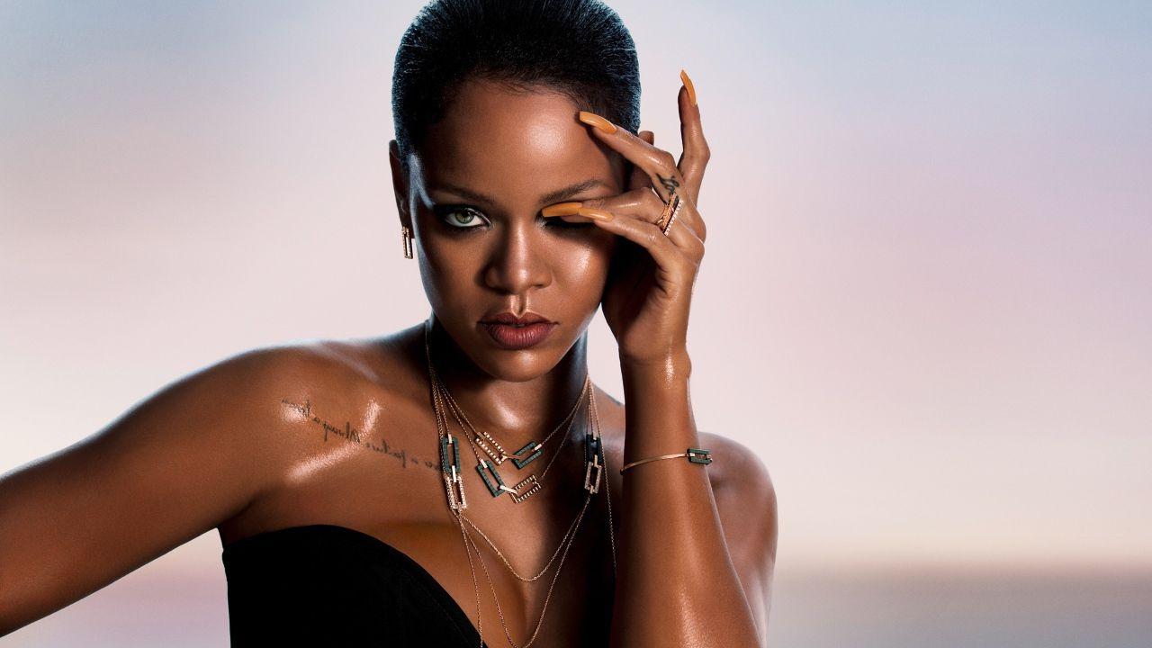 Rihanna, compleanno con polemica: il nudo su Instagram la mette nei guai