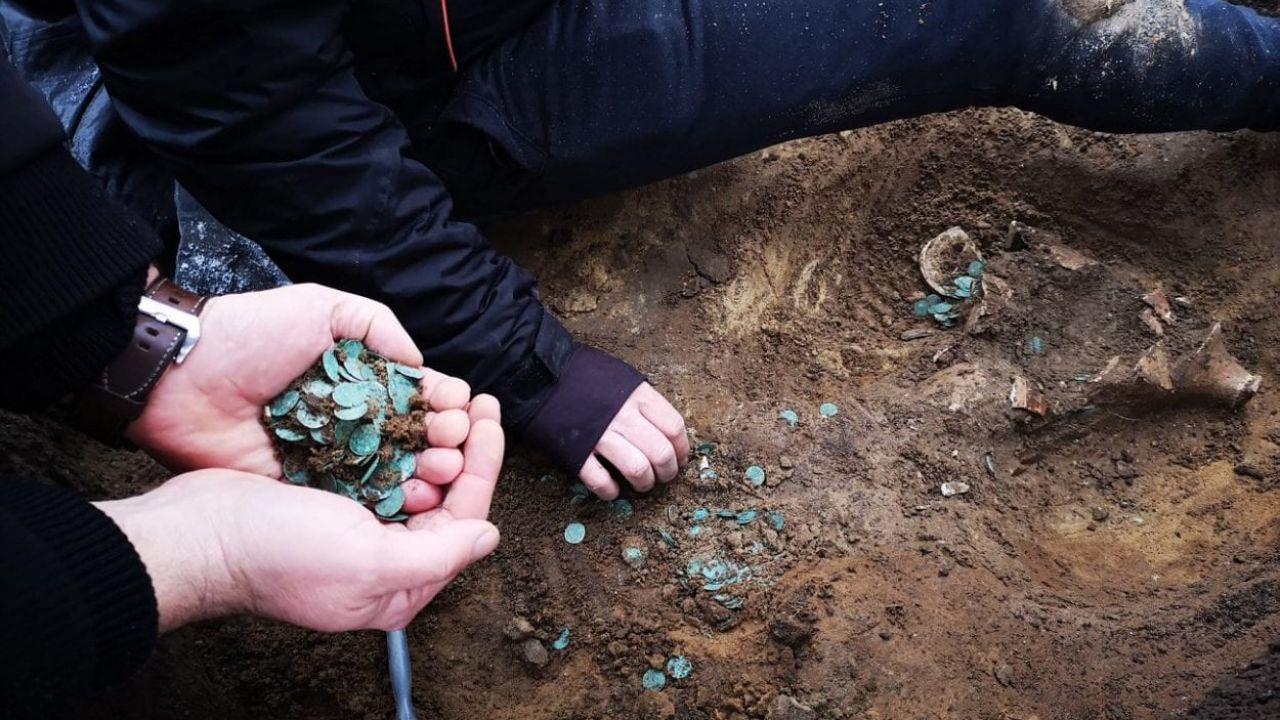 Ritrovato un tesoro romano-medievale in Ungheria, contenente più di 7000 monete