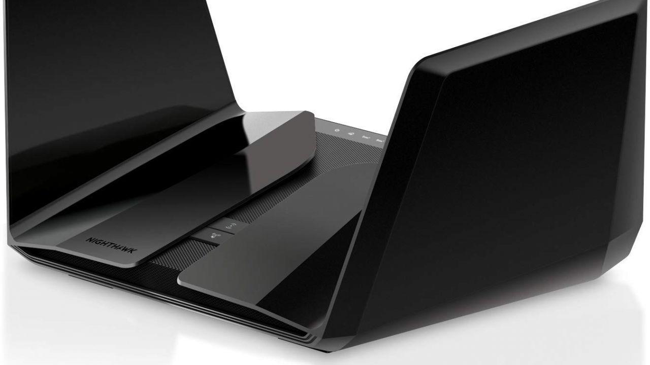 Router Netgear, 8GB di RAM ed hard disk portatile da 1TB in offerta su Amazon
