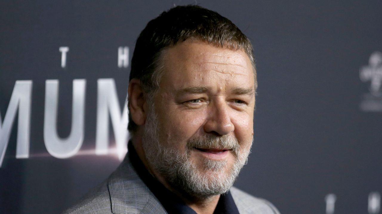 Russell Crowe, addio al padre John Alexander: il saluto dell'attore sui social