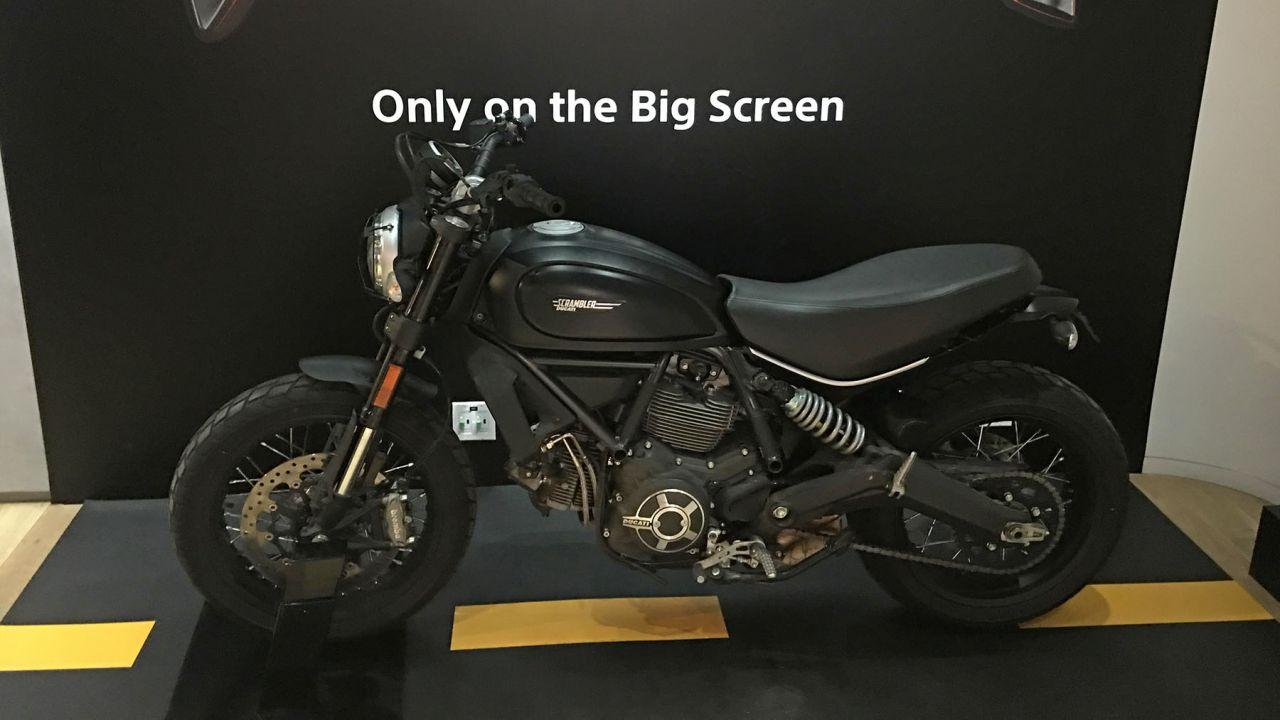 Salite Sulla Ducati Scrambler Del Film Venom Evento Speciale A Roma