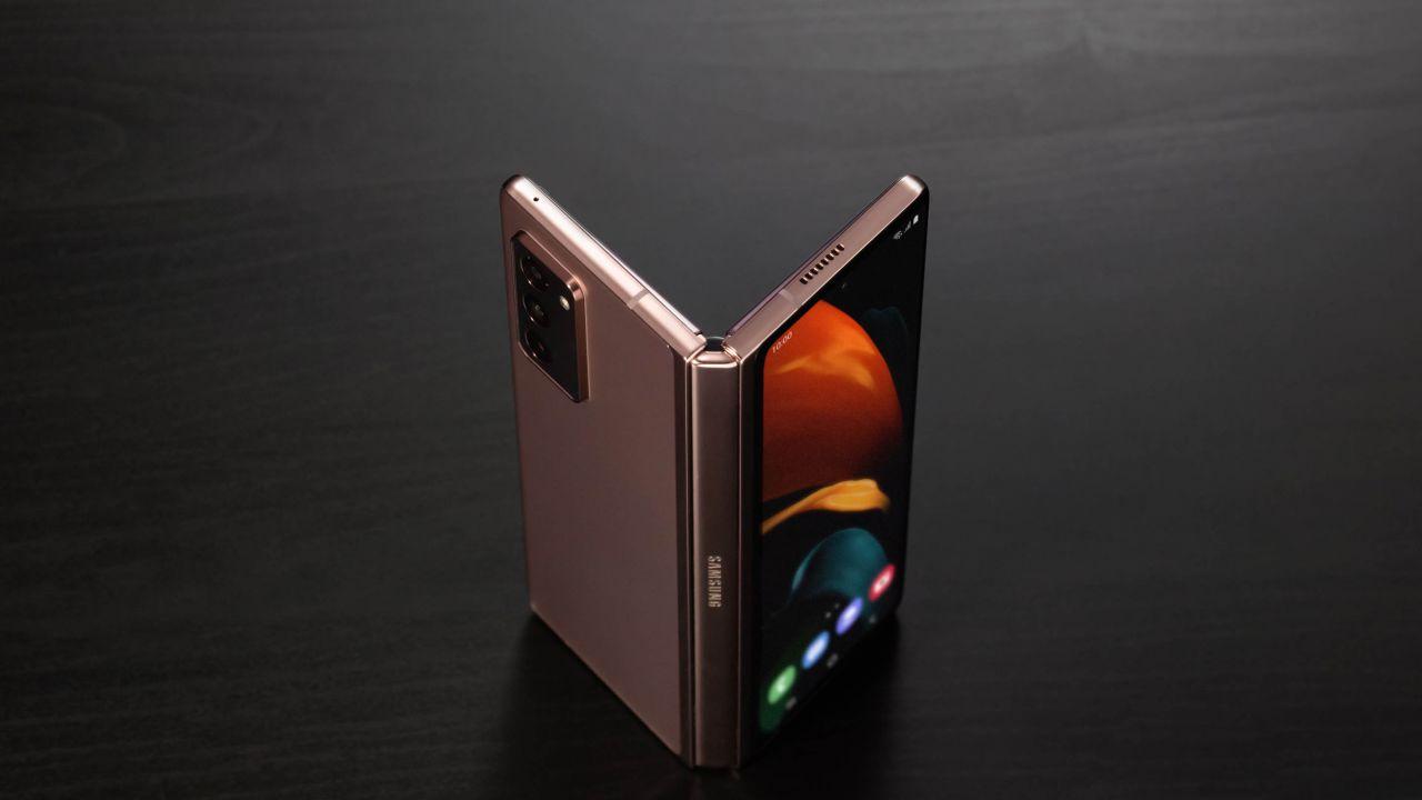 Samsung Galaxy Z Fold 3 potrebbe arrivare con un terzo display sulla cerniera