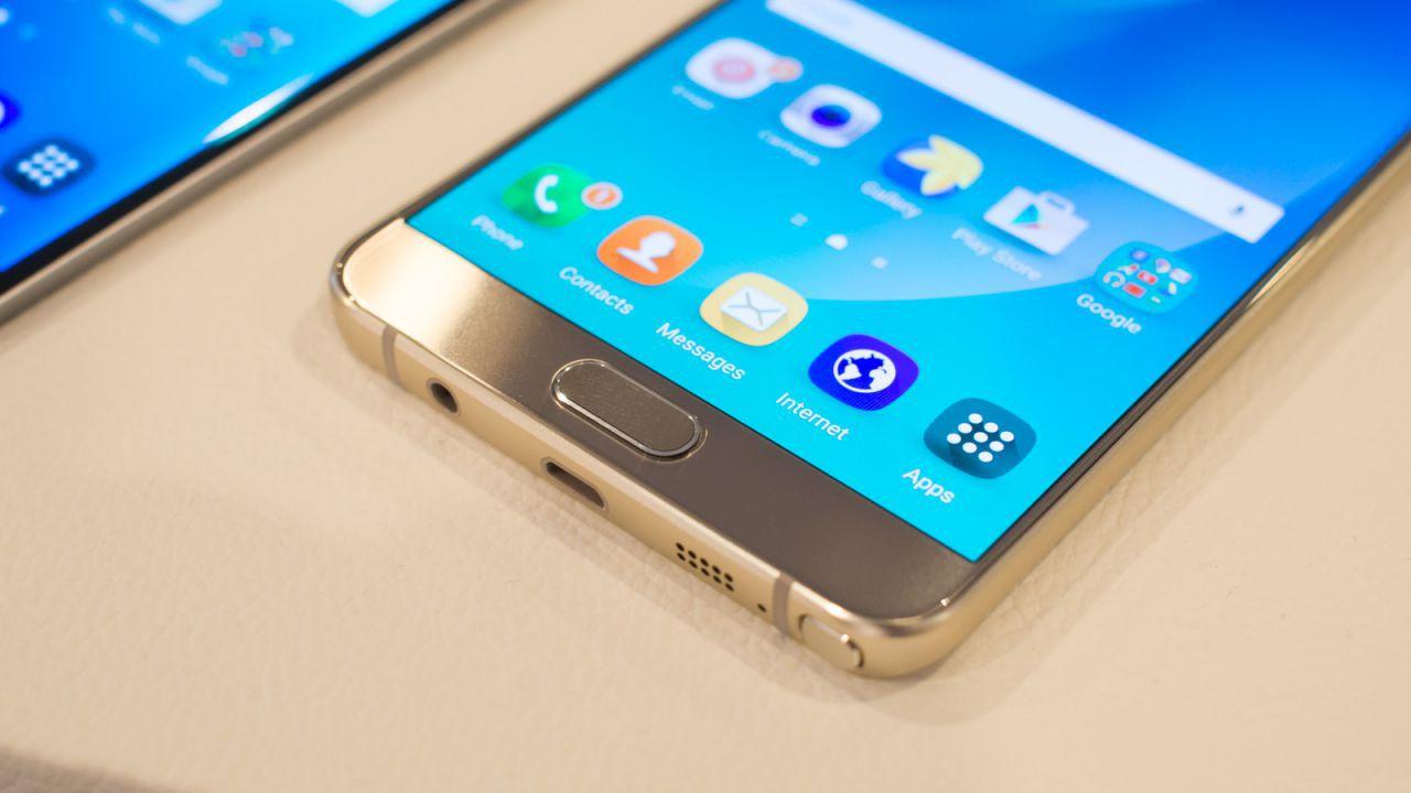 Samsung fa una sorpresa ai possessori di vecchi Galaxy: update dopo 5 anni!