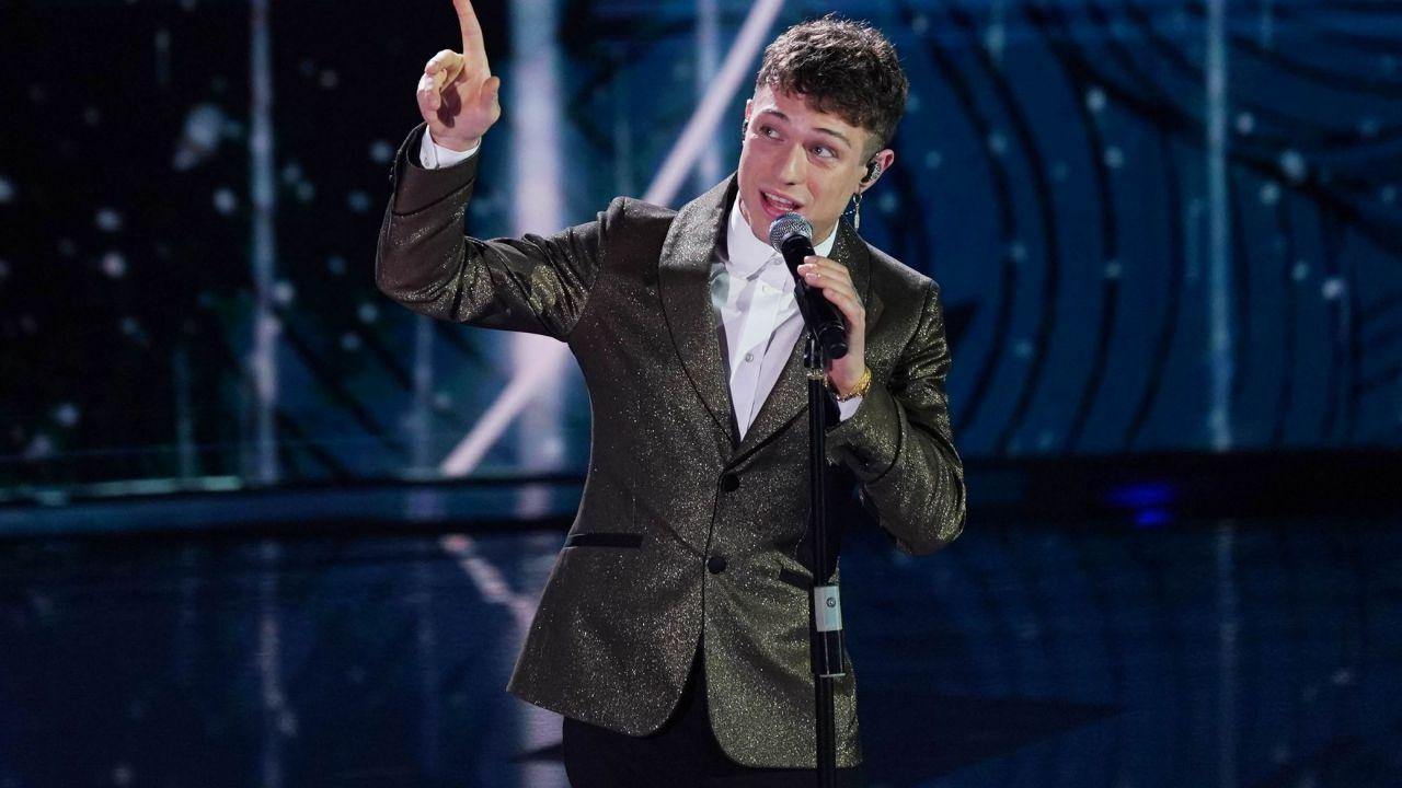 Sanremo 2021: Irama verso il ritiro, ma Amadeus studia il cambio di regolamento