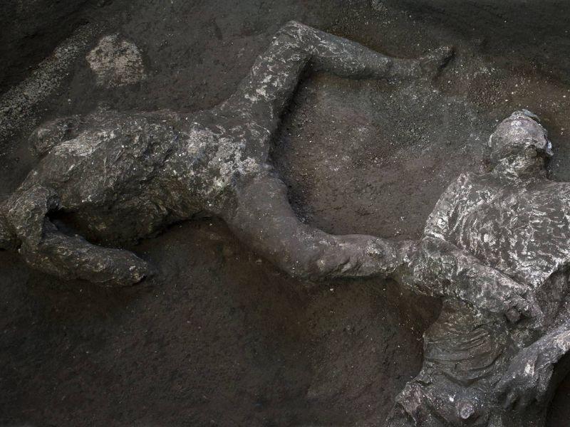 Scoperta emozionante a Pompei: trovati i corpi intatti di due uomini che volevano fuggire