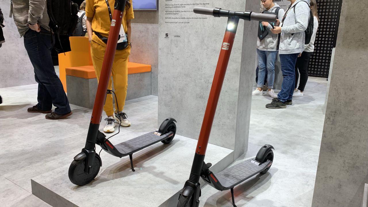 Seat eXS, il monopattino elettrico che offre fino a 45 km di autonomia