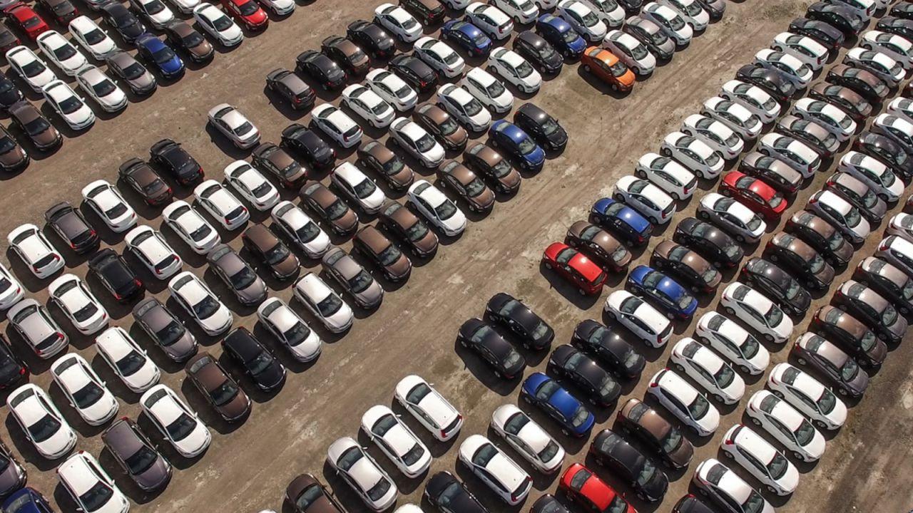 Sei auto su dieci in Italia hanno più di dieci anni: il parco auto è obsoleto