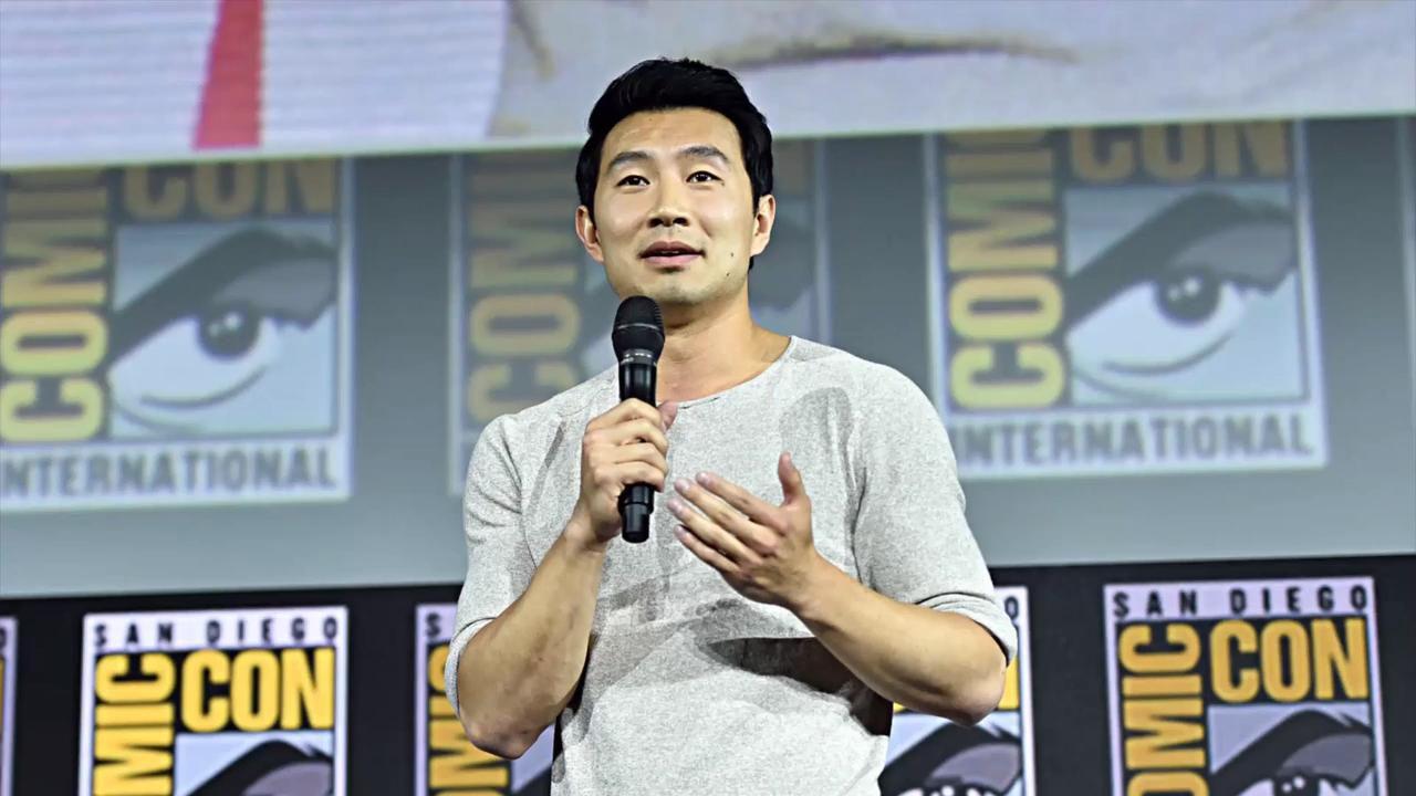 Shang-Chi, Simu Liu fa visita alla Star Wars Galaxy's Edge