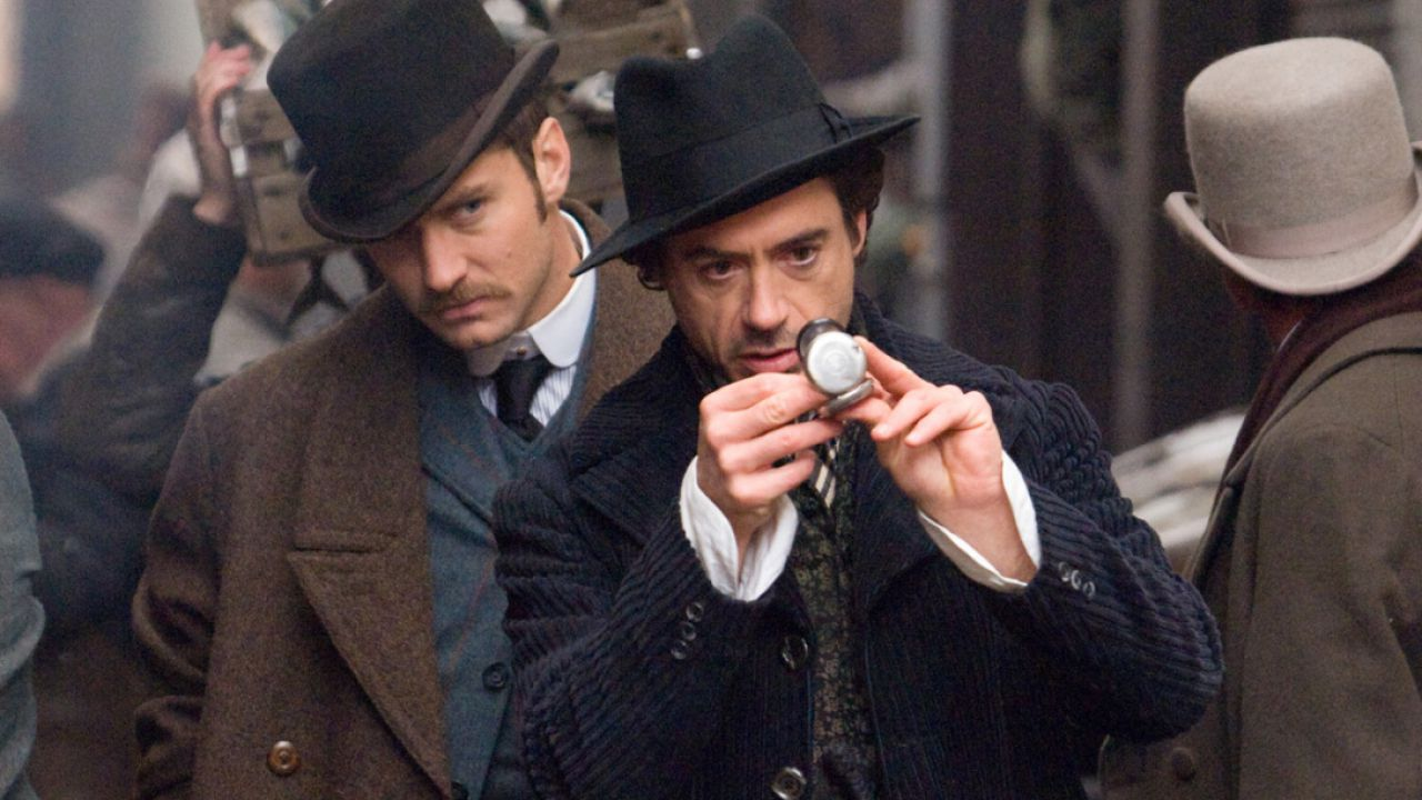 Sherlock Holmes 3, svelato il motivo del ritardo del film: parla Dexter Fletcher