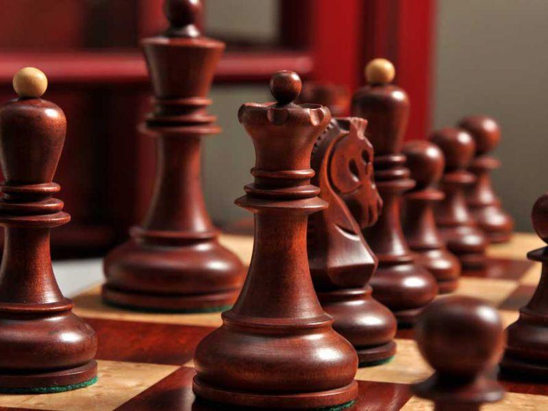 Si può progettare un computer che giochi a scacchi come un umano?
