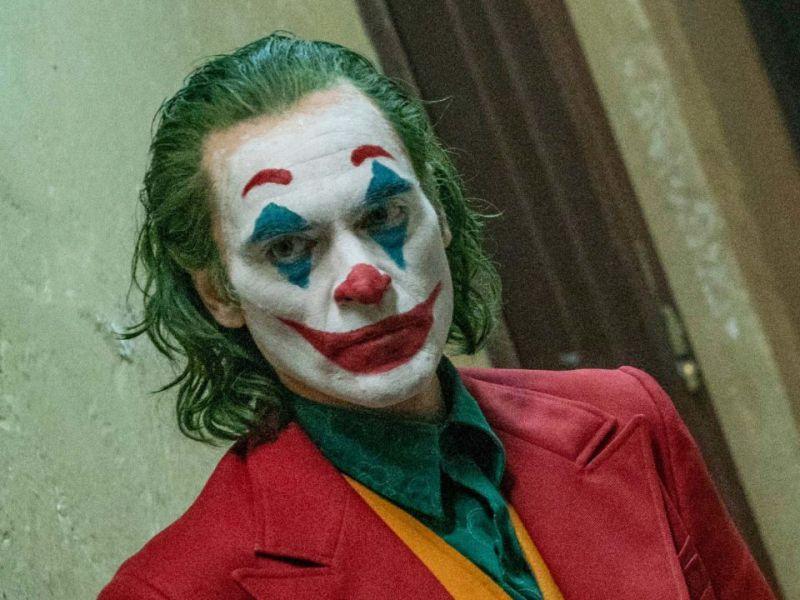 Si veste da Joker e parla di Frozen: la strana campagna elettorale di uno youtuber