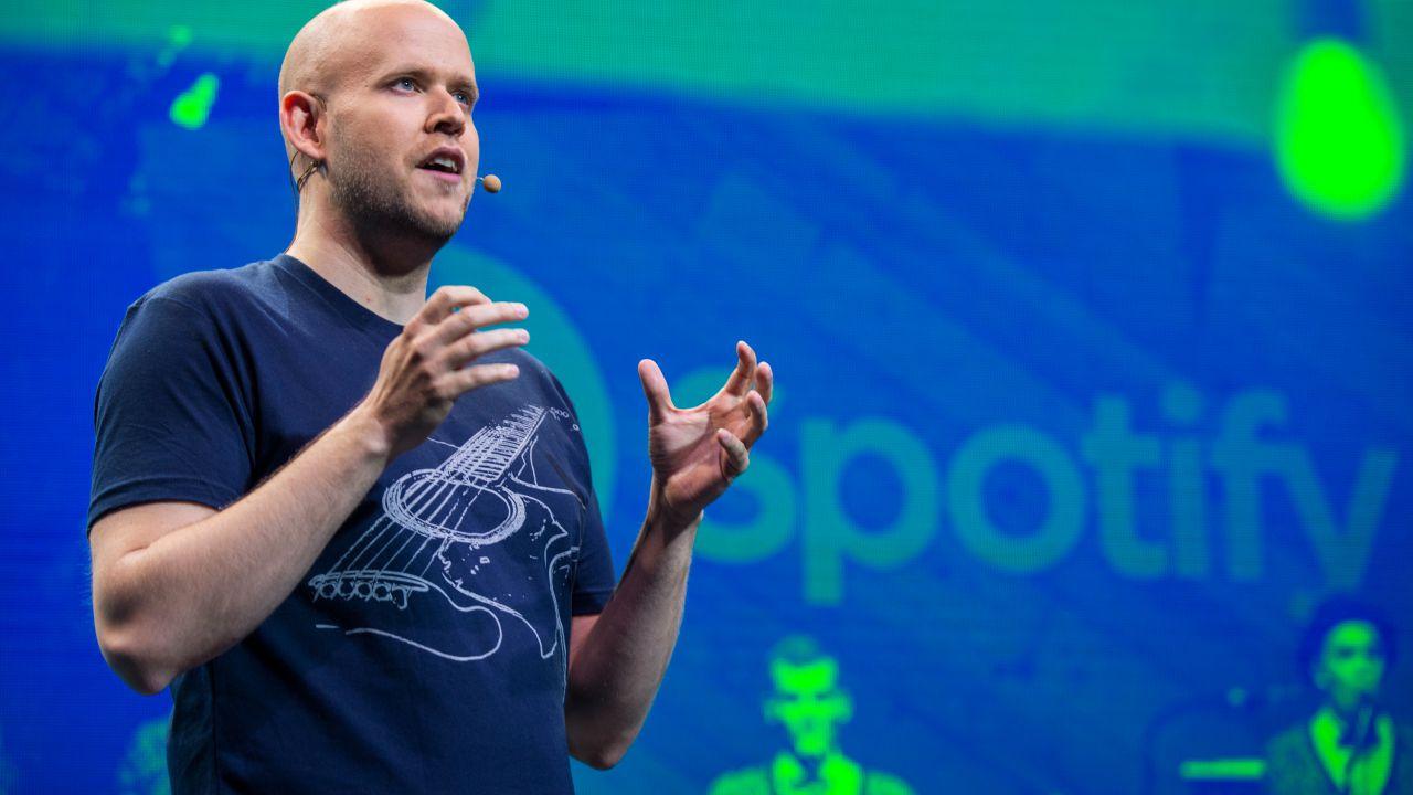 Spotify, il CEO: 'Non si possono fare dischi ogni tre o quattro anni', artisti in rivolta