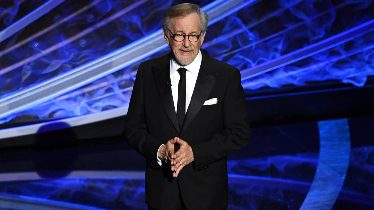 Steven Spielberg, ordine restrittivo per la stalker: aveva una pistola per ucciderlo!