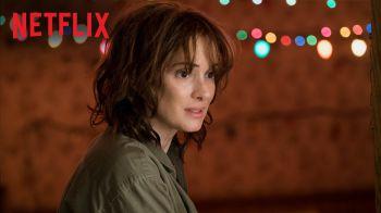 Stranger Things: online una nuova featurette con Winona Ryder