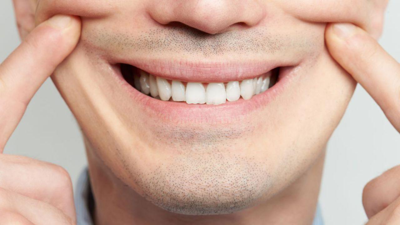 Studio dimostra che anche un sorriso forzato ci rende più positivi
